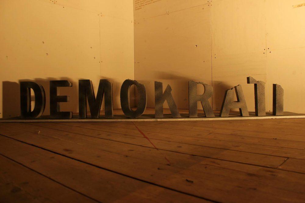 Demokrati - skylt